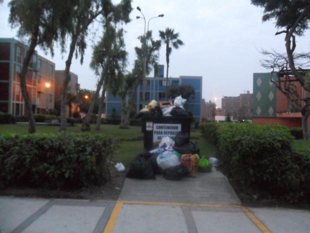 Alcalde de Surco coloca basurero en pleno parque