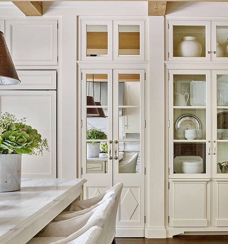 Oh My How Gorgeous Is This White Kitchen With Floor To Ceiling Glass Fronted Cabinets And Wonderful A Glass Cabinet Doors Luxury Kitchens New Kitchen Cabinets