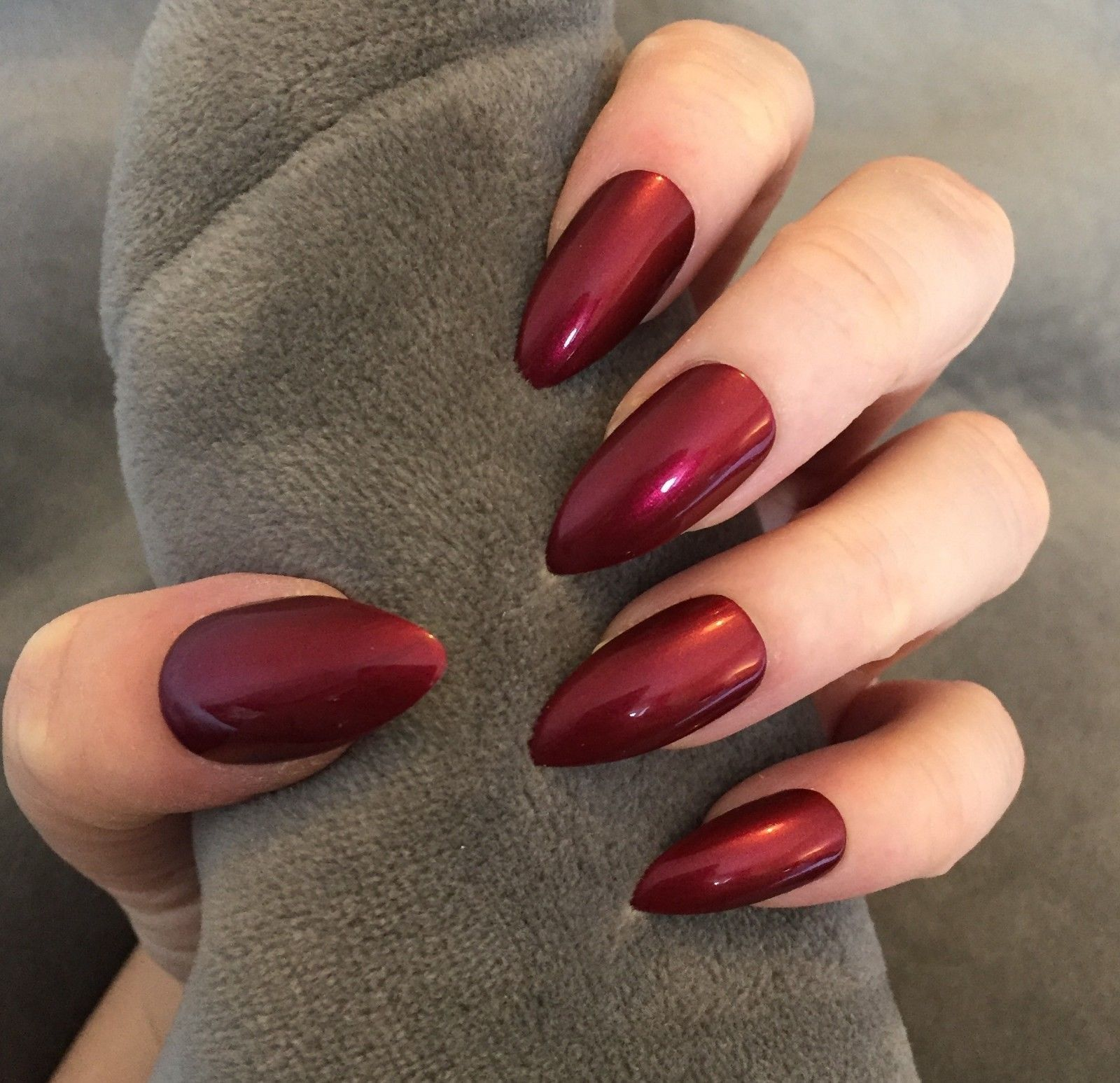 Awesome 35 Chic Winter Red Acrylic Nail Designs Ideas Http Glamisse Com Index Php 2018 11 05 35 Chic W Metallic Nails Metallic Nail Art Metallic Nails Design