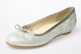 Colección Primavera Verano 2016 calzado SPIFFY.  Bailarinas de piel con adorno lazo.  #spiffy #bailarinas #manoletinas #hechoenespaña #madeinspain #calzado #piel #shoes