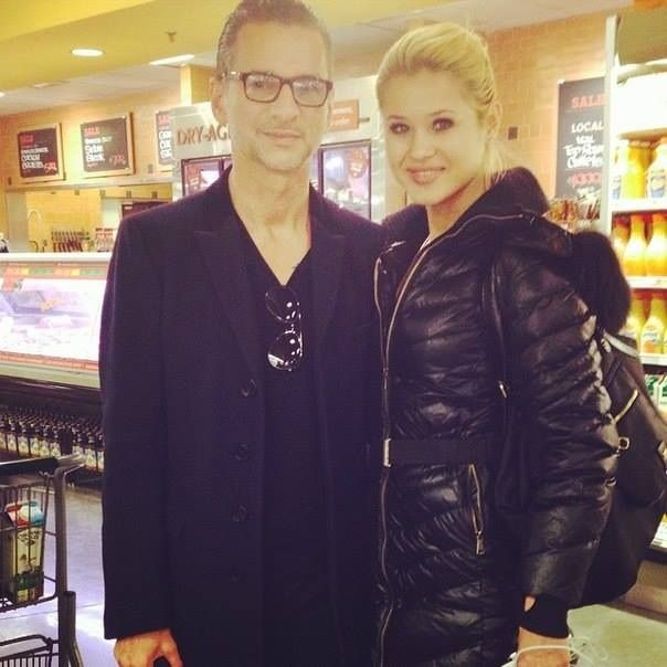 dave gahan 4 4 2014 new york whole foods with fan. Black Bedroom Furniture Sets. Home Design Ideas