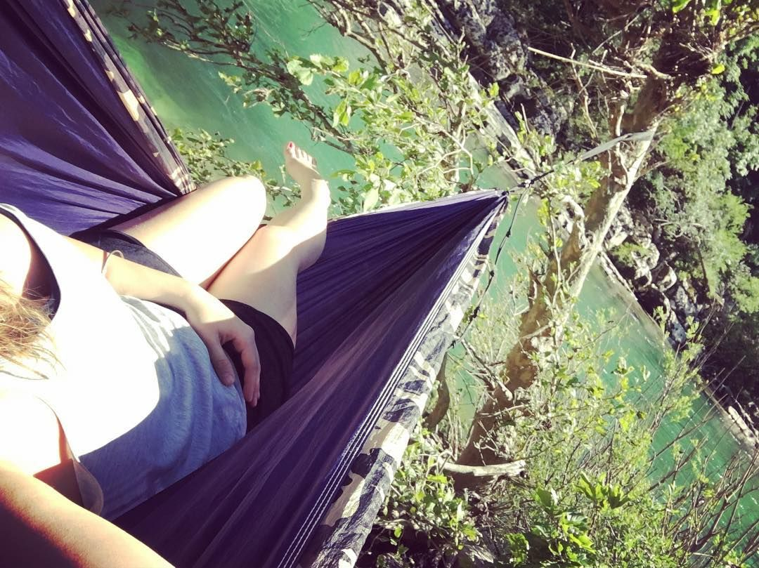 I want to be here again ! @sylvioguerra come back  #hammock #river #chill #hammocklife by @mewyl_sl