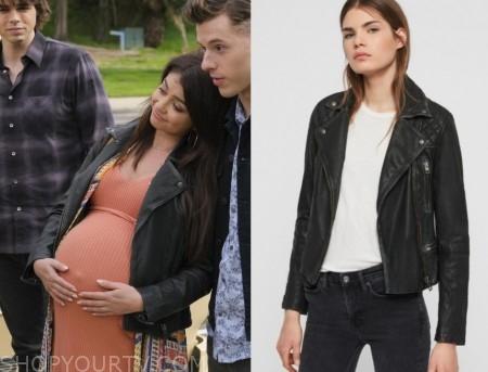 Modern Family Season 10 Episode 21 Haley S Black Leather Jacket Shop Your Tv Leather Jacket Leather Jacket Shopping Modern Family