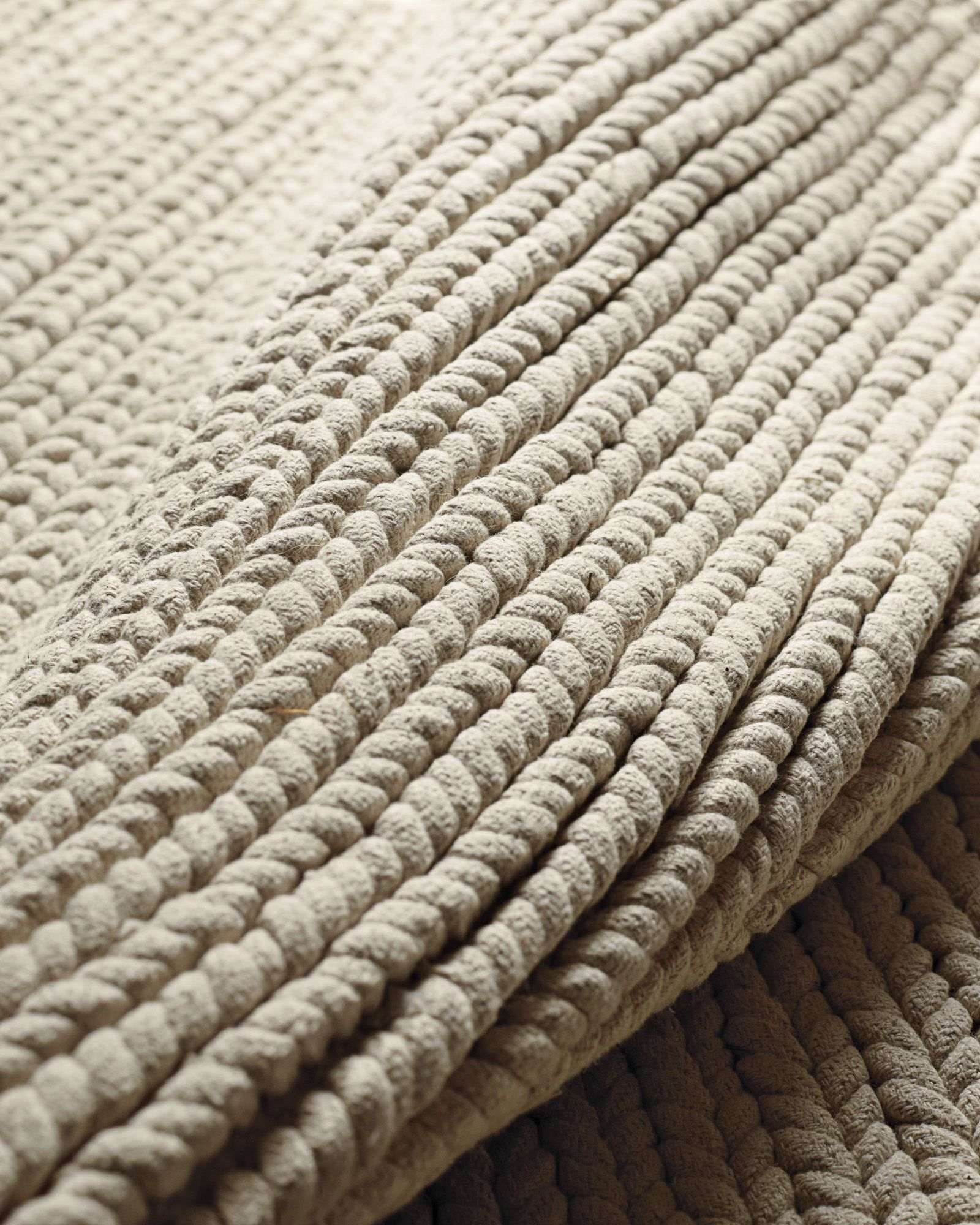 Nuloom Solid Soft And Plush White Shag Rug 439 X 639 White