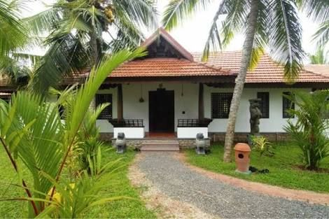Image Result For Kerala Traditional House With Pond Kerala Traditional House Kerala House Design Traditional House
