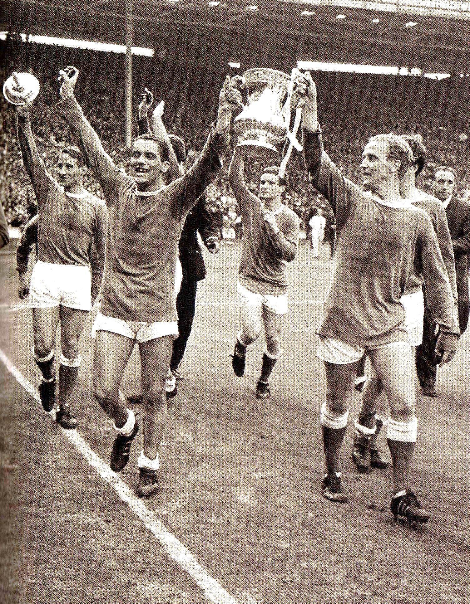 Everton players parade the fa cup around wembley stadium