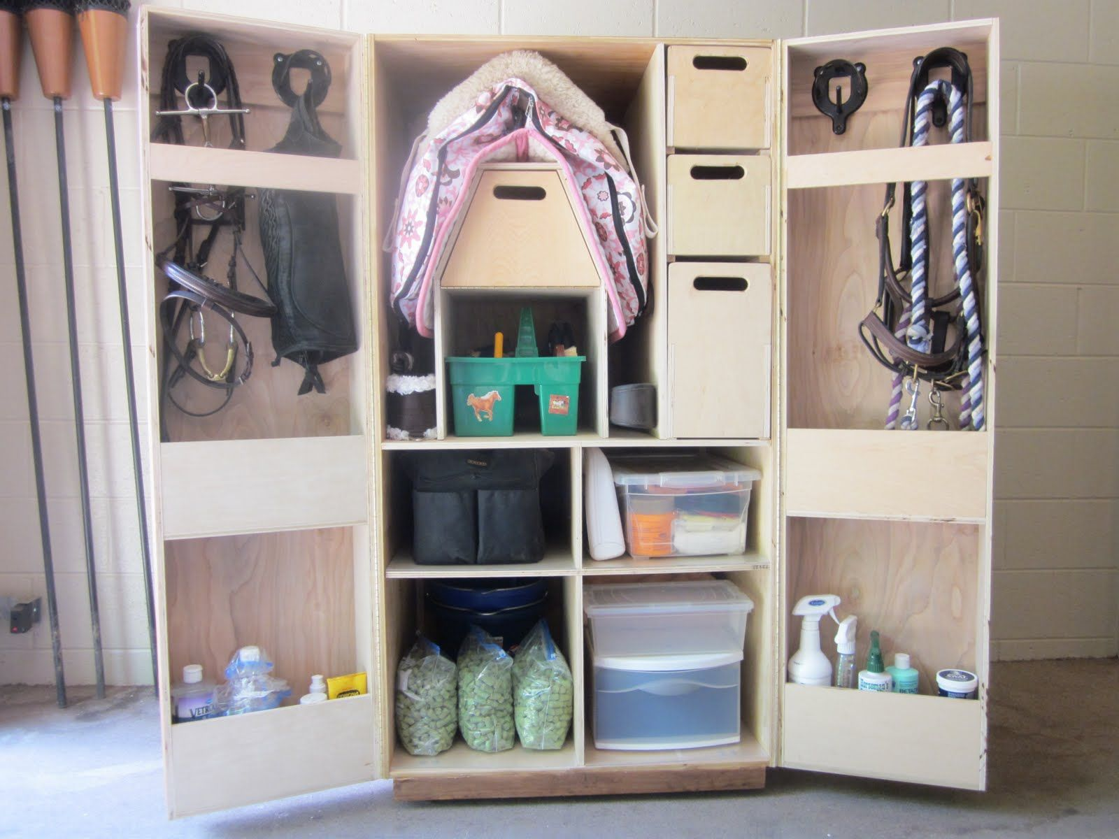 tack box armoire sellerie pinterest equitation. Black Bedroom Furniture Sets. Home Design Ideas