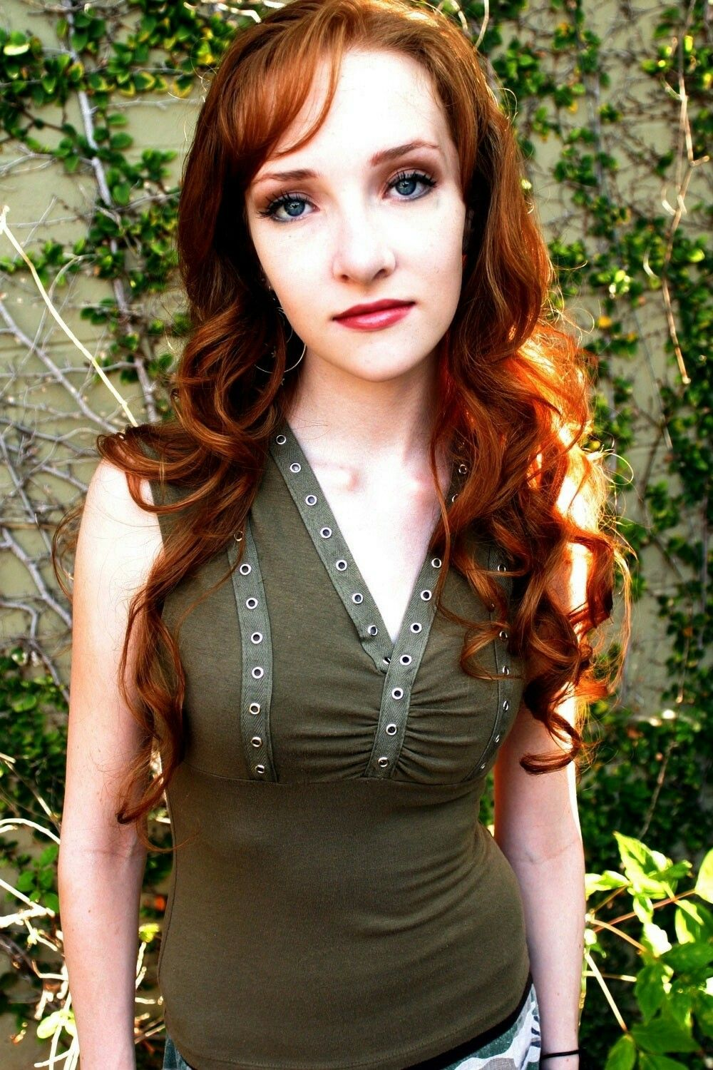 a biography of scarlett pomers an american actress and songwriter Scarlett pomers is an american actress, singer, and songwriter check out this biography to know about her childhood, family life, achievements and fun facts about her.
