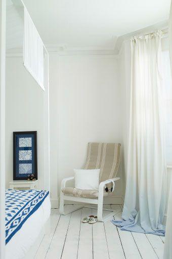 Gefärbte Gardinen und ein individuell gestalteter POÄNG Sessel im - gardinen schlafzimmer gestalten