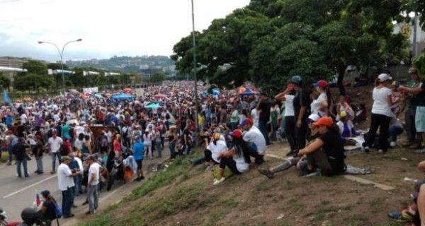 """En resistencia se mantienen en el """"Gran Plantón"""" de Altamira tras 11 horas 15May - http://wp.me/p7GFvM-HjO"""