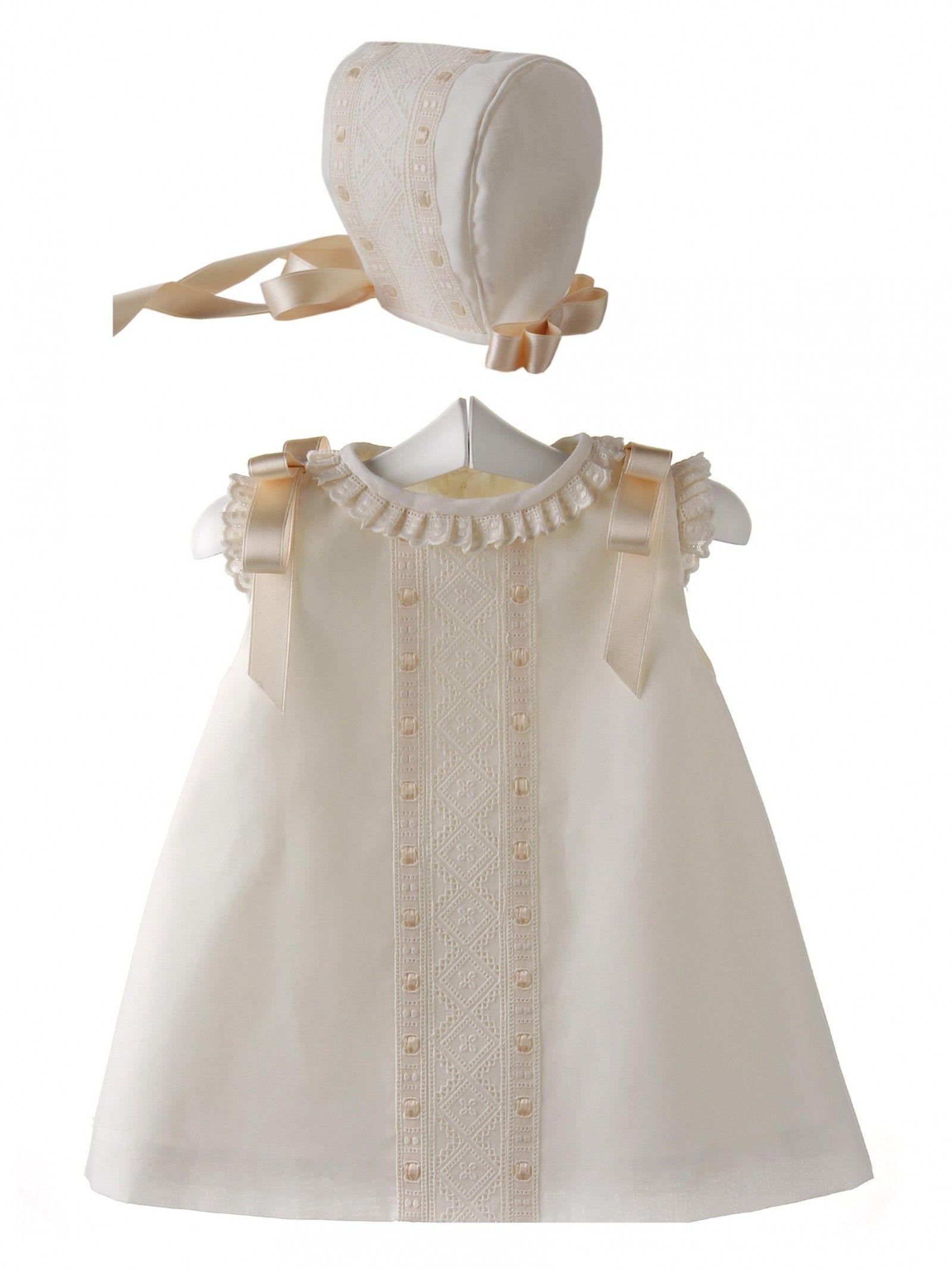 cf215fcbd Conjunto para bebé de vestido y capota de batista organdizada y ...