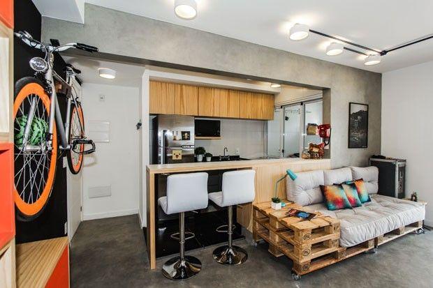 Apartamento Pequeno Colorido Tem Espaco Ate Para Bike Decoracao
