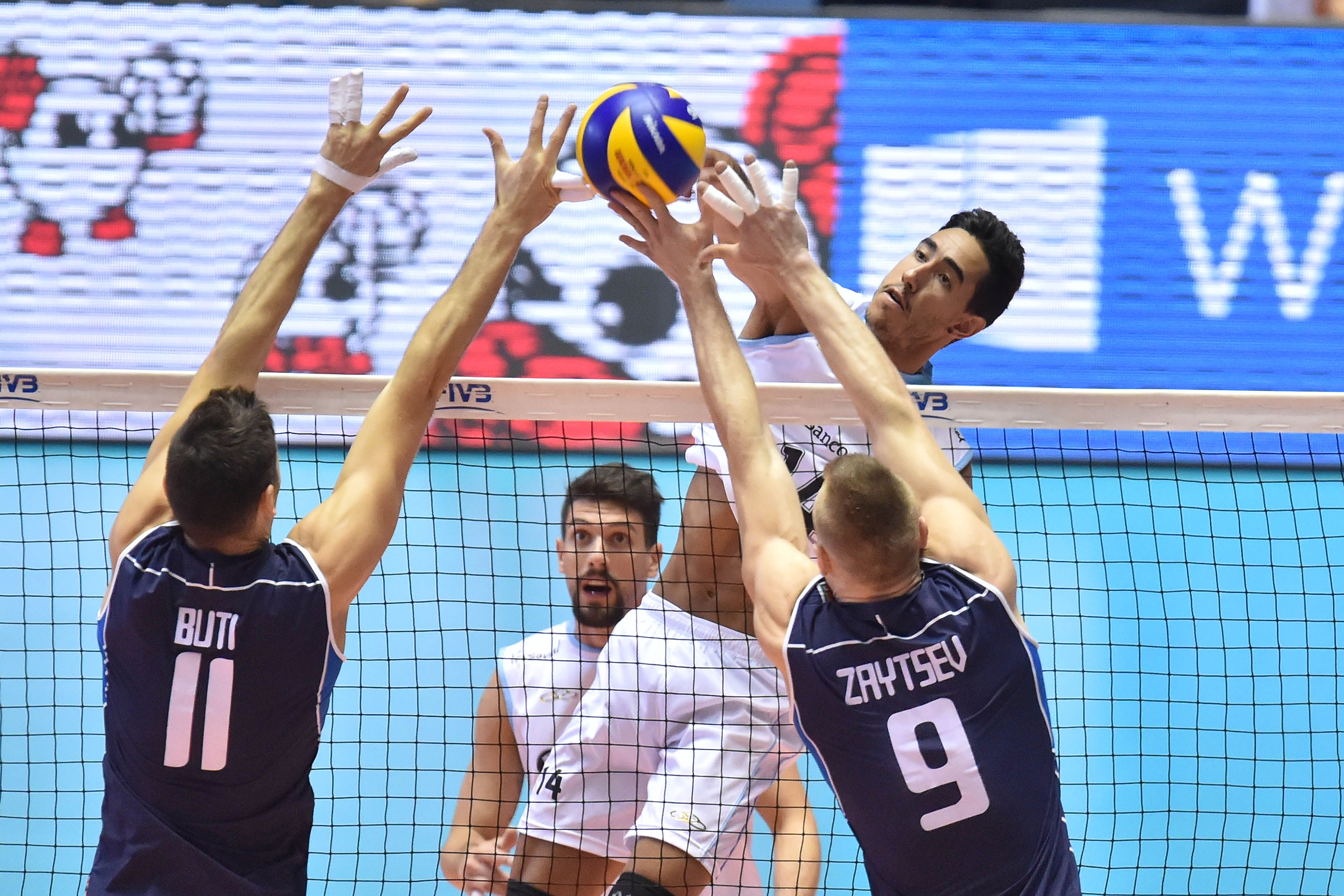 Italy S Ivan Zaytsev And Simone Buti Block Against Pablo Crero S Arg Spike In 2020 Volleyball Image Pablo