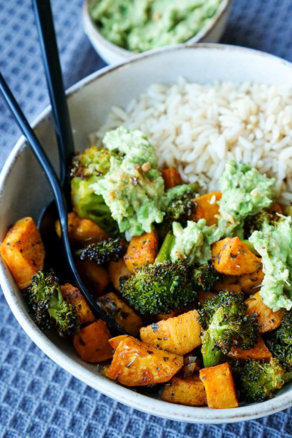 Geröstete Süßkartoffeln mit Brokkoli aus dem Ofen - Meal Prep Rezept