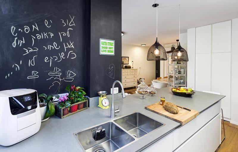 אין חכם כבעל ניסיון המעצבת ששינתה את דירתה לחלוטין Kitchen