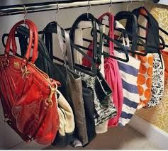Resultado de imagen para guardar bolsos uno dentro de otro - Percheros para bolsos ...