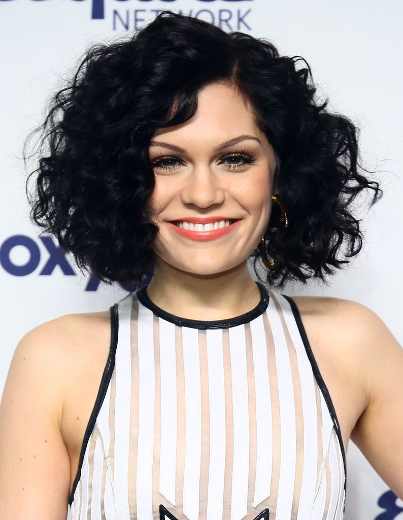 Jessie J Curled Out Bob Hair Styles Pinterest Hair Curly Hair