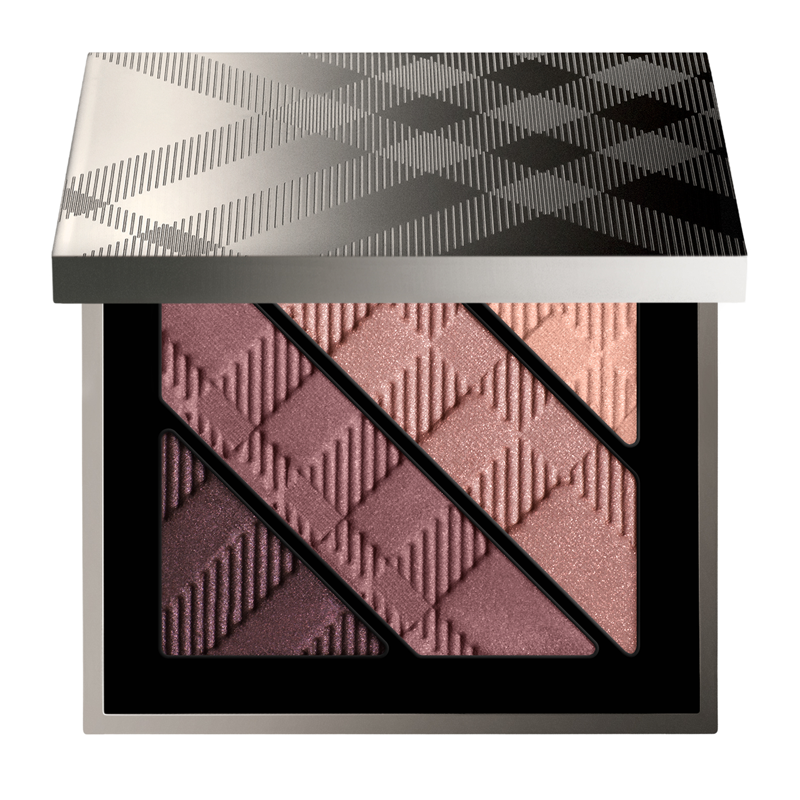 The formulation of each shadow in Burberry Eyes Complete Eye Palette has been customised to give a targeted texture for a specific use: luminising base highlighter, two medium colours to add shape,...