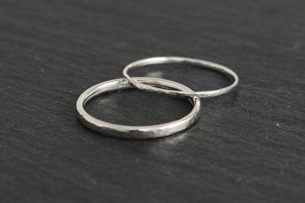 Eheringe  Eheringe schmal gehmmert Silber  ein