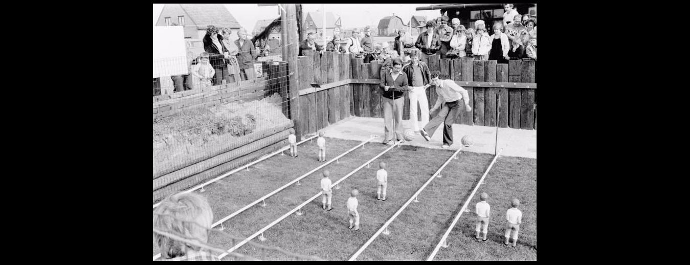 "Mini-Futebol, foto dos irmãos Niestadt, Anos '70. "" Niestadt photo collection"" Zijpe Museum, Holanda."