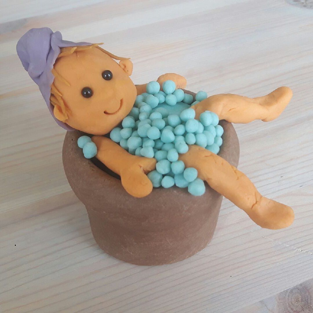 What is self-indulgence to you? Making sure the kids are entertained in creative play with our organic modeling clay, giving you some alone time in the bobble bath, could be one example. Happy Friday 🥰 Click on the picture and have a self-indulgence tool sent your way already Monday. . . . . . #ailefo #organicmodelingclay #selfindulgence #alonetime #creativeplay #kidsentertainment #organictoys #allergyfriendly #sustainable #sustainabledevelopmentgoals #learningthroughplay #playbasedlearning #ea