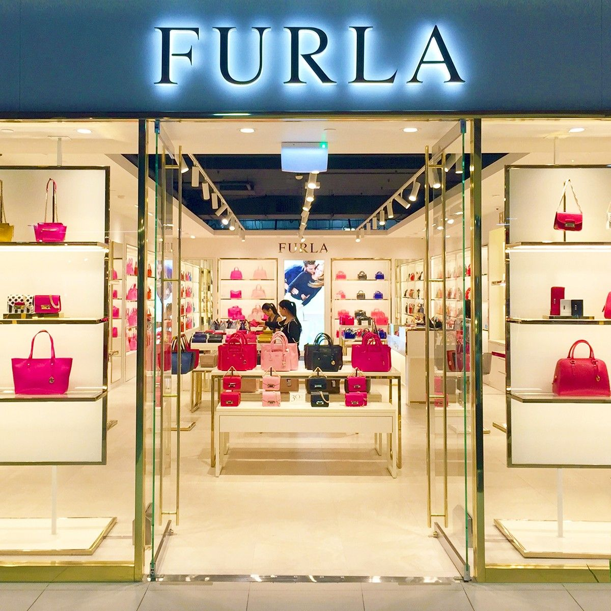 Brand new Furla store in Melbourne South Wharf DFO wonderfully lit