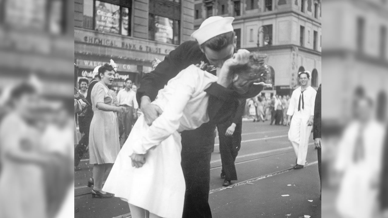 The Ecstatic Sailor Shown Kissing A Woman In Times Square