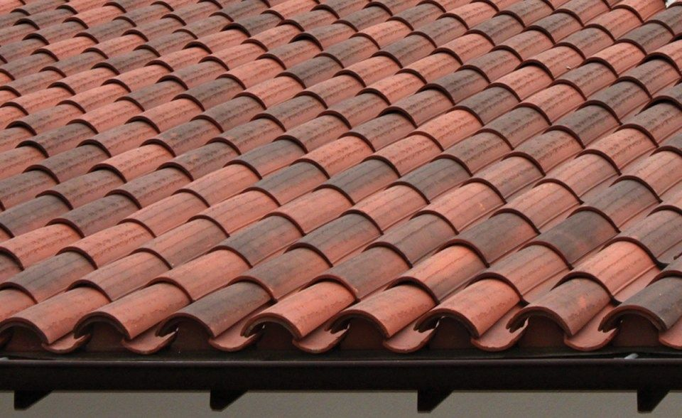 Roof Detail Of House In Northern California Classic S Mission Clay Tile In B330 R Old Santa Barbara Blend With Two Pi Roof Tiles Clay Roof Tiles Clay Roofs