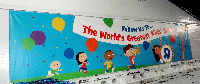 Custom Vinyl Banner From Banners Expo Vinyl Banner Printing Vinyl Banners Banner Printing