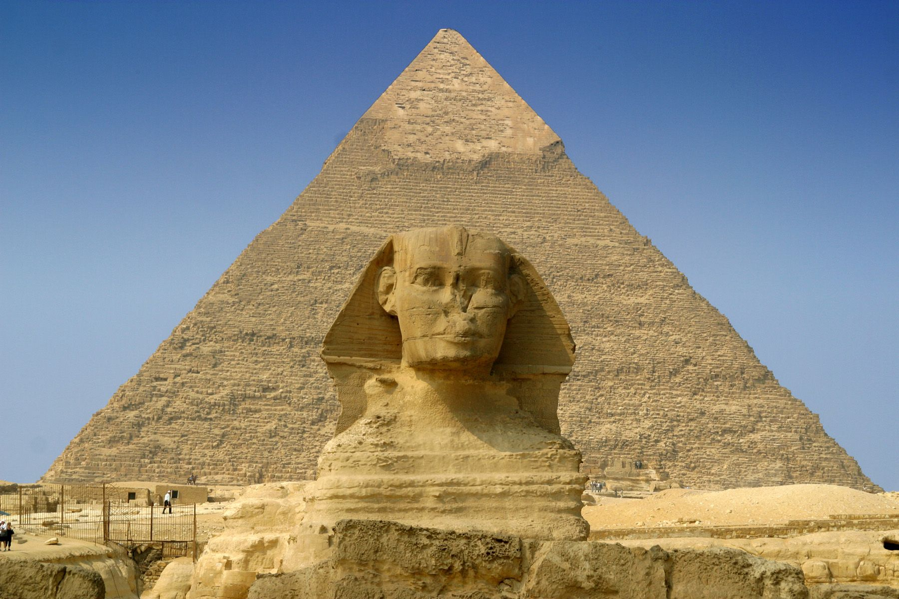 the history of building the monument of the great sphinx Most archaeologists say the sphinx is about 4,500 years old  12, 1999 — for  years, egyptologists and archaeologists have thought the great sphinx of   sphinx is believed to resemble khafre, the pharaoh who built one of.