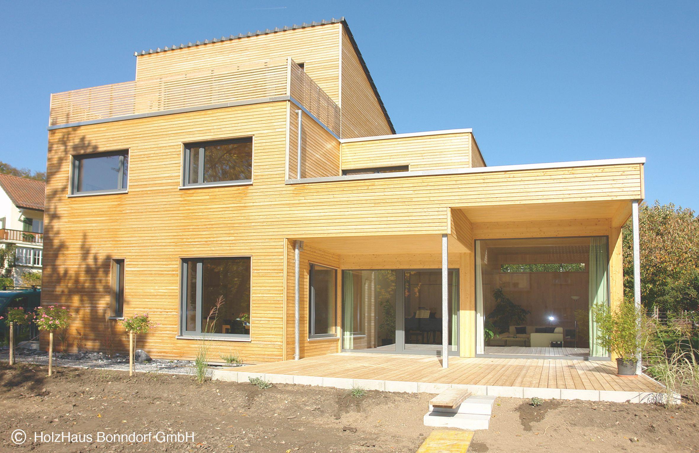Enfamilienhaus In Rahmenbauweise Mit Garage Fassade Rhombusschalung Geschlossen In Larche Unbehandelt Balkne Holzbalkon In Haus Holzhaus Rhombusschalung