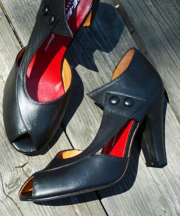 Remix Vintage Shoes Eva Dorsayp Toe Heels In Black Leather