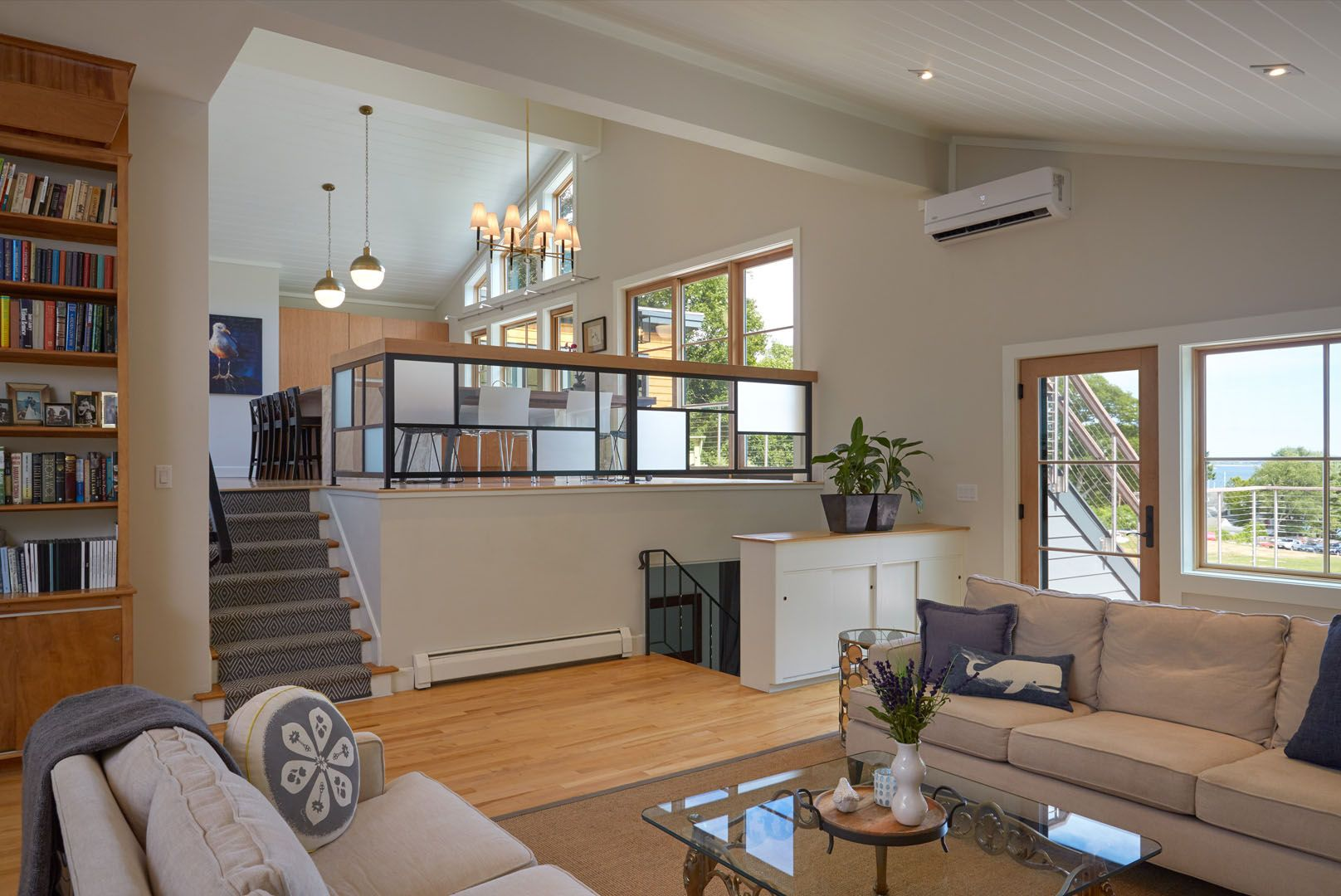 An Awesome Update of a Split-Level Mid-Century Modern Home ...