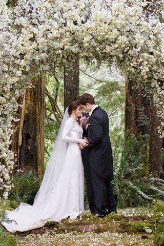Resultado de imagem para bella and edward wedding