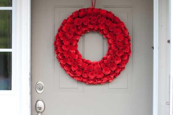 A rose wreath to welcome derby guests to your home!