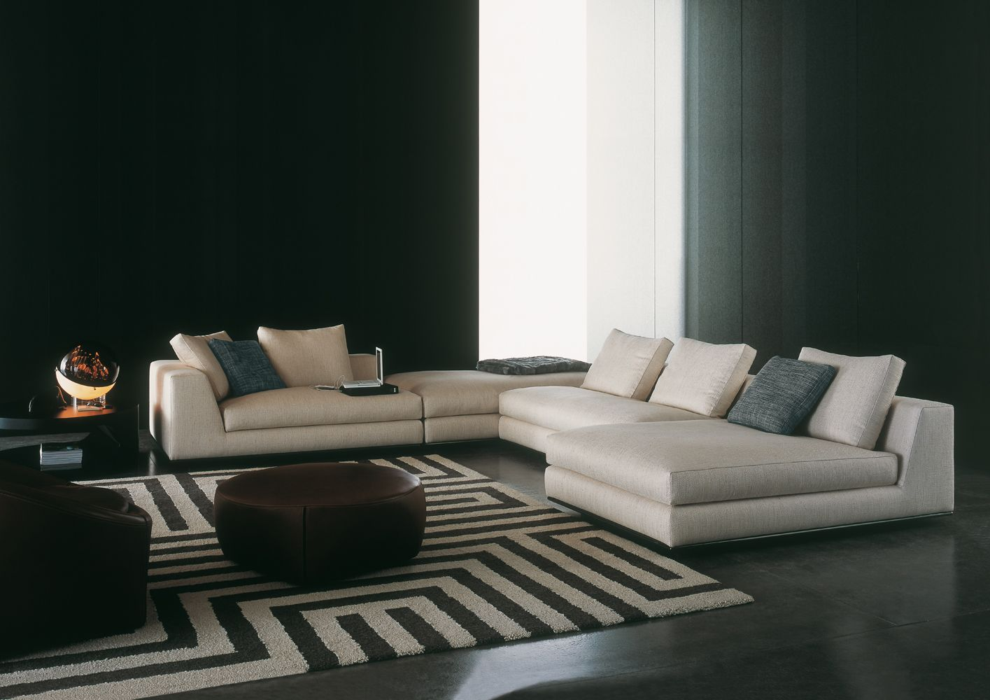 Hamilton is a seating system with a simple design, composed of fixed sofas  which allow