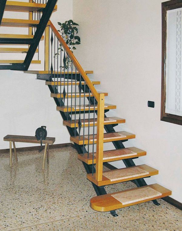 Straight staircase metal frame wooden steps central stringer agata linear linea scale - Apliques para escaleras ...