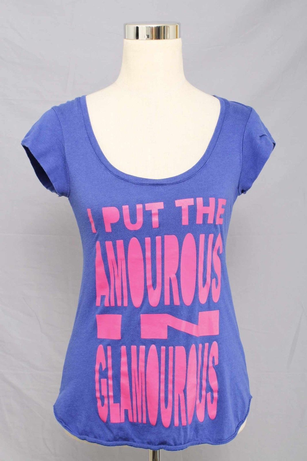 """Make+Model Blue """"I Put the Amourous in Glamourous"""" T-Shirt Size M 576 St315"""