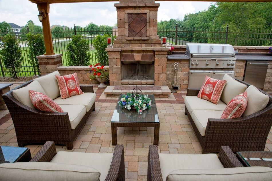 Olde Greenwich Cobble® Patio With Fireplace And BBQ Grill Island