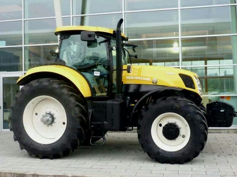 New Holland T7 Looks Stunning In Yellow Tractors New Holland