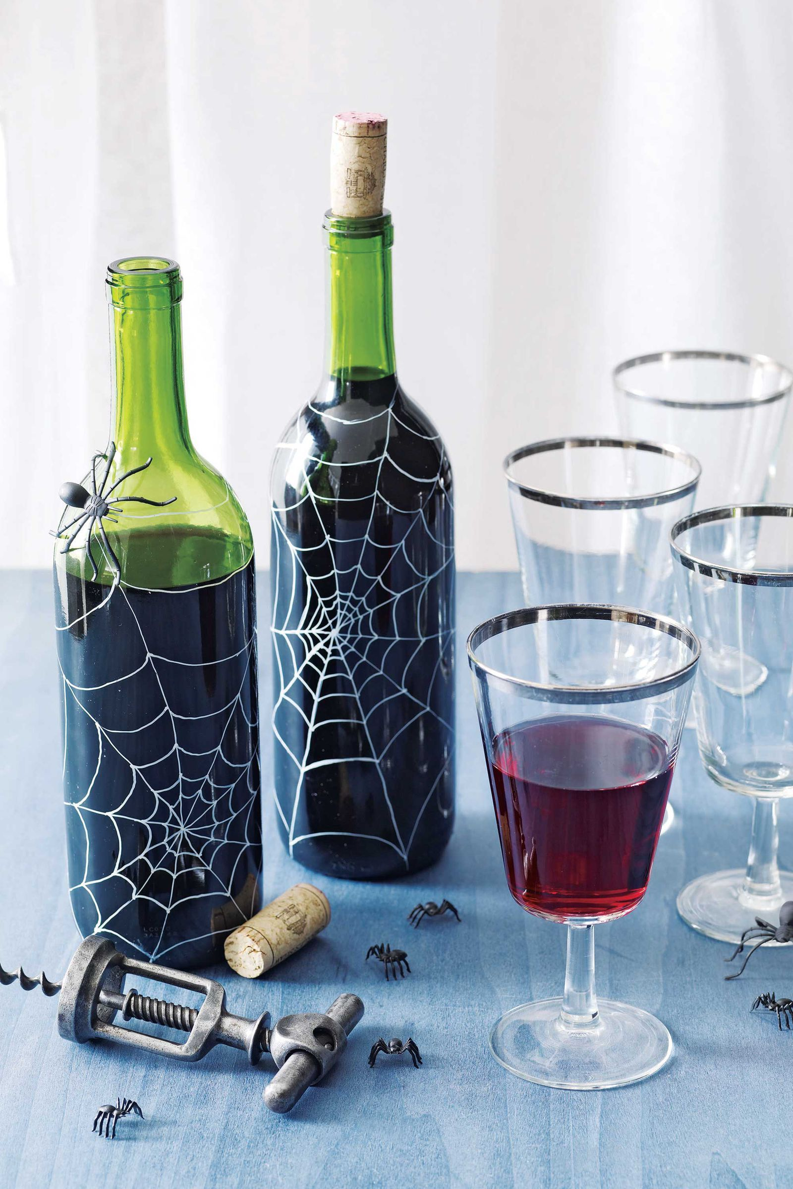 5 Spooktacular Wine Bottle Crafts