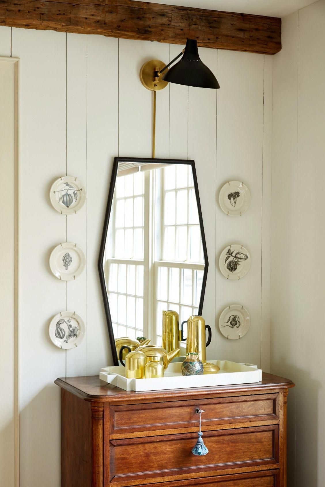 Love this eclectic mix of modern and traditional
