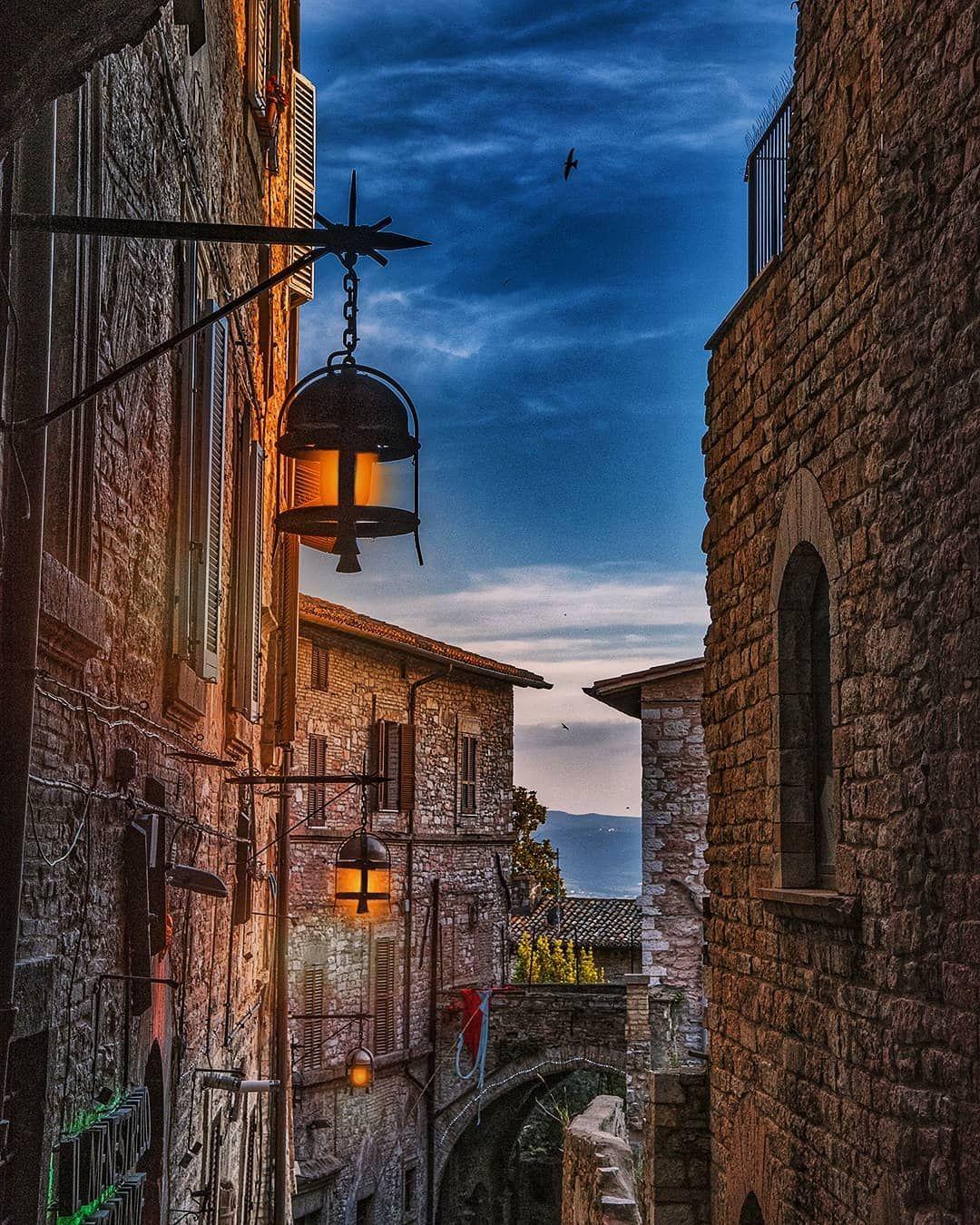 """Umbria Perugia Italy (chrisma1105) su Instagram """"Assisi"""