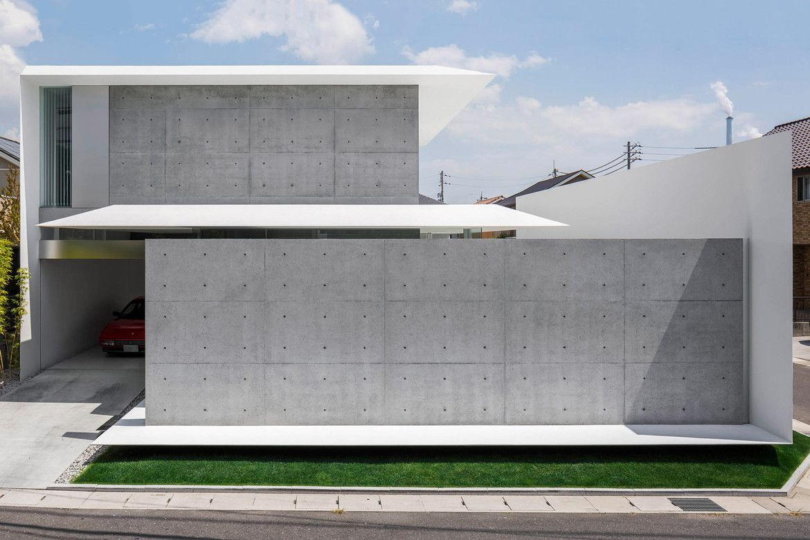 This Minimalist S Dream Home In Japan Is Surrounded By Concrete Walls Minimalist Architecture Modern House Design Modern House Exterior