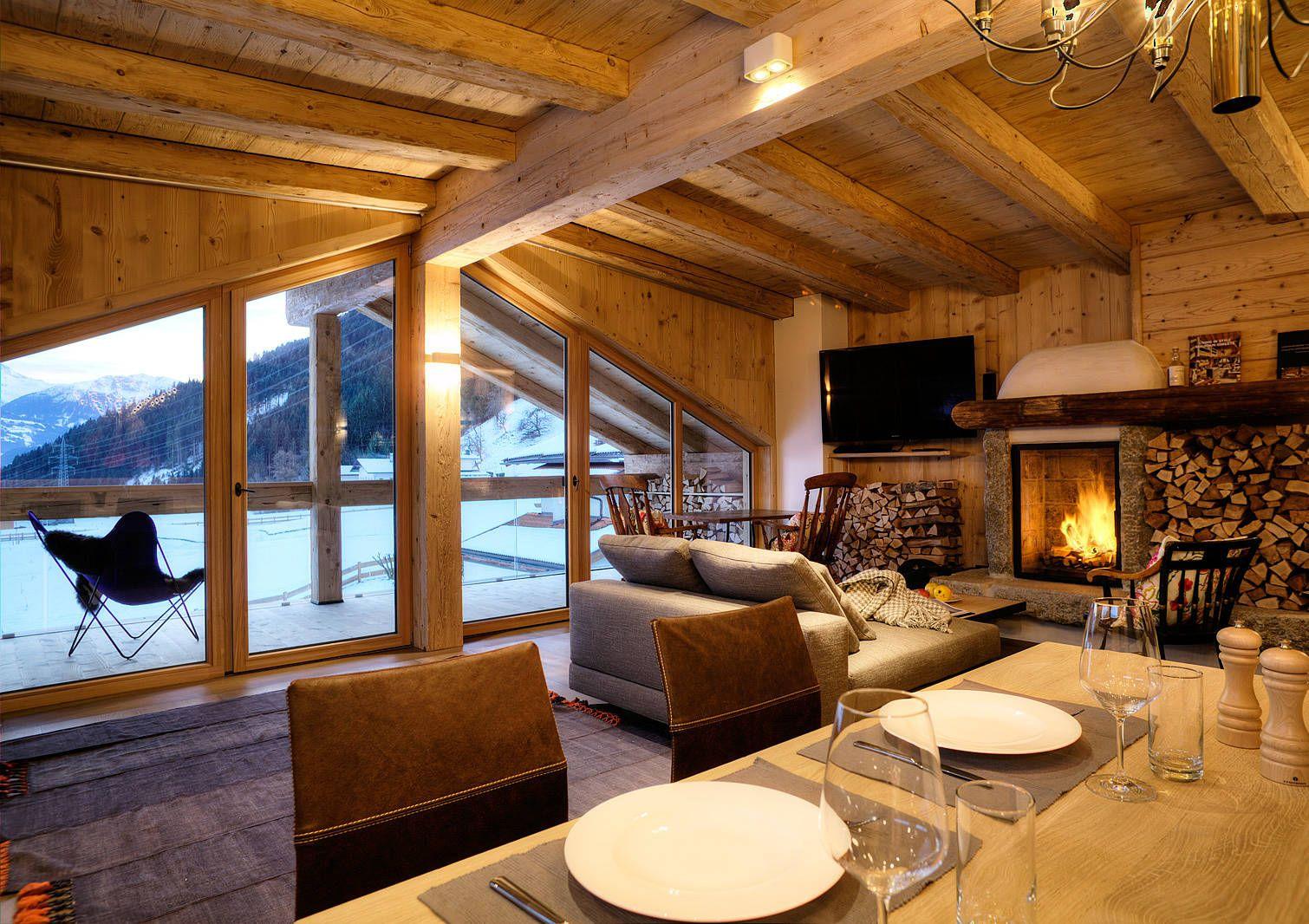 Gipfel lounge mit ausgesuchten weinen und offenem kamin for Designhotel zillertal