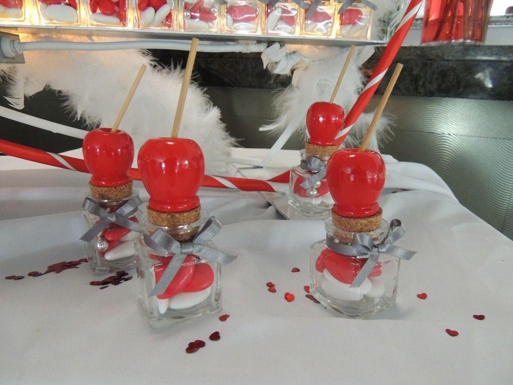 Boite drag es en verre avec pomme d 39 amour pour un th me for Decoration theme gourmandise