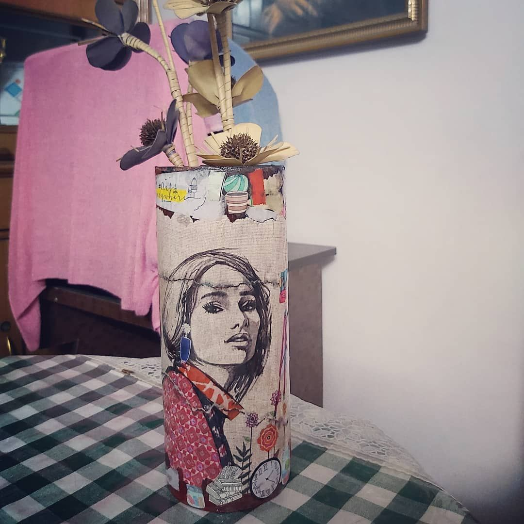 Decoupage . . . . . . . . . . . . . #beerbottles #outofwaste #upcycle #pinterestinspired #winebottlecrafts #winebottles #winebottleart #painting #art #wallart #DIY  #popart #oilpainting #oilpaintings #acrylicpainting #wallmural #canvaspainting #canvasart #loveforart #arttherapy #artist #artistsoninstagram #artwork #painting