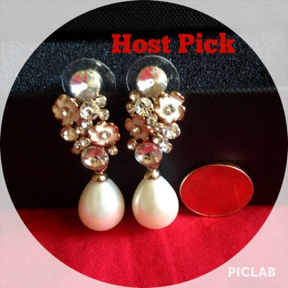 "Spotted while shopping on Poshmark: ""Date Night HP PEARL MIMICRY DROPS""! #poshmark #fashion #shopping #style #Jewelry"