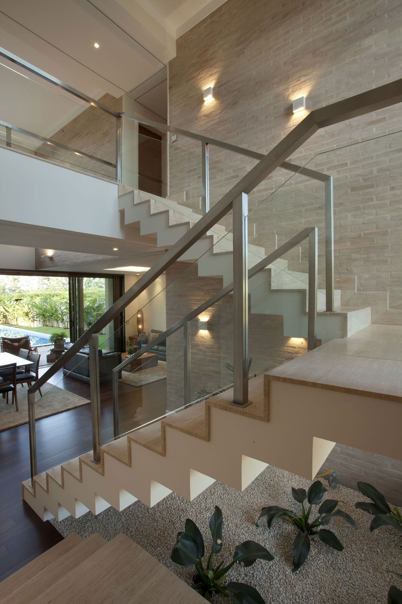 Residencia df by pupo gaspar arquitetura house stairs for Interior design moderno