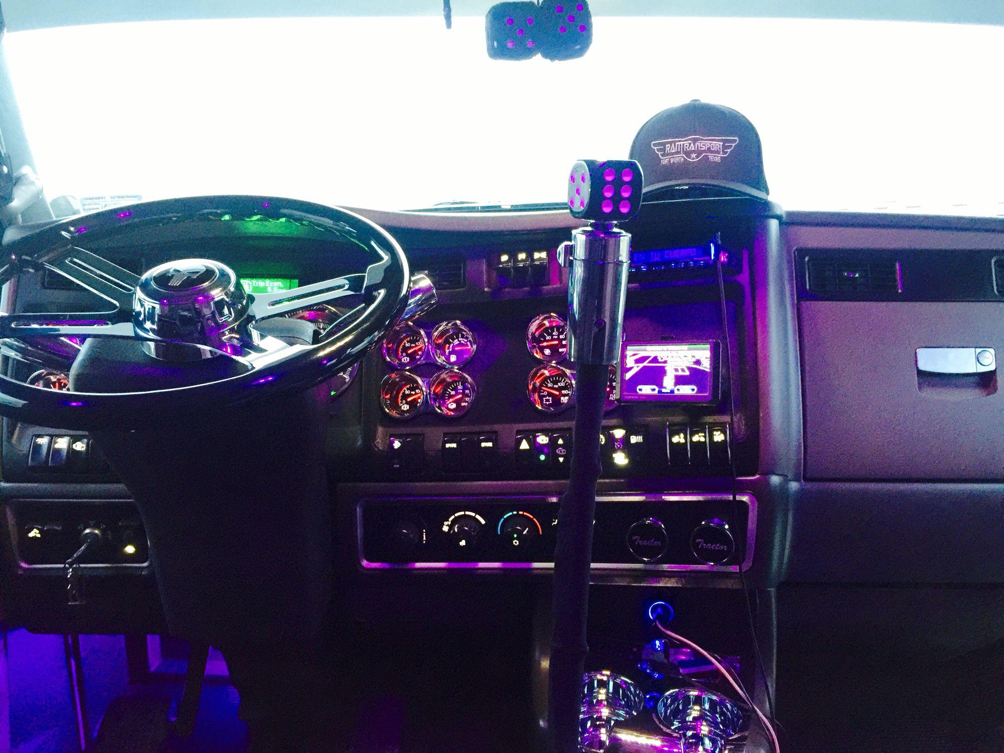 KENWORTH T660 interior | Ram transport KENWORTH T660